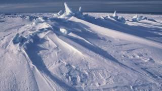 ¿Por qué se derrite el Ártico mientras aumenta el hielo de la Antártica?