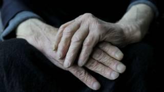 يد عجوز