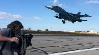 Су-34 взлетает с российской авиабазы в Сирии