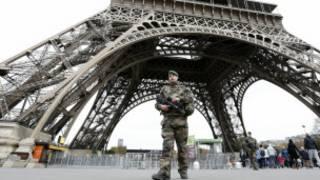 Wanajeshi wanalinda mji wa Paris