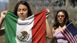 Mexicana en marcha de migrantes