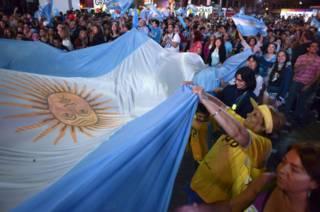 Simpatizantes de Macri celebran.