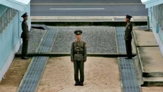 Các viên chức Nam Bắc Hàn gặp gỡ tại Bàn Môn Điếm trong khu phi quân sự