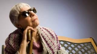 La mujer ciega que puede ver cuando cambia de personalidad