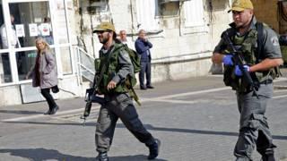 """أفراد من الشرطة الإسرائيلية قرب """"بوابة دمشق"""" في القدس"""