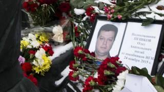 أنقرة تسلم موسكو جثمان الطيار الذي أسقطت تركيا طائرته
