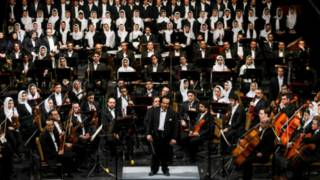 """إلغاء حفل موسيقي في إيران لوجود """"عازفات في الأوركسترا"""""""