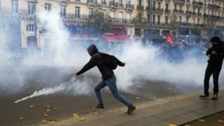 Разгон демонстрации в Париже