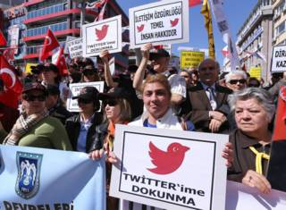 """Демонстрация за """"Твиттер"""" в Турции"""