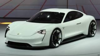 Электромобиль Mission E фирмы Porsche на автосалоне во Франкфурте (сентябрь 2015 г.)