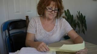 El extraño delito que convirtió a una abuela pelirroja en una de las mujeres más buscadas de Canadá