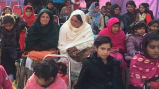 تقریب میں شریک خواتین