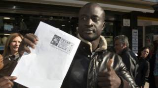 Refugiado senegalês ganha R$ 1,7 milhão em loteria na Espanha