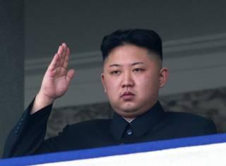 Ким Чен Ын на трибуне
