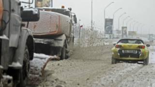 У Києві евакуюють автомобілі, які заважатимуть прибиранню снігу