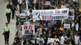 香港民主派支持者遊行聲援銅鑼灣書店失蹤股東店員(10/1/2016)