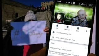 中國網民支援穆雷的照片(左)及穆雷的臉書專頁(右)