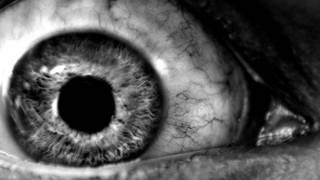 El ojo de una persona privada del sueño