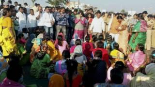 भूमता ब्रिगेड की समर्थकों के साथ तृप्ति देसाई.