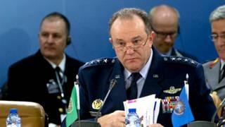 Командующий войсками НАТО в Европе генерал Филип Бридлав