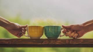 Чай или кофе? Две чашки