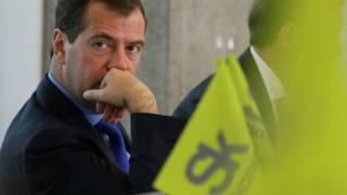 "Дмитрий Медведев и логотип ""Сколково"""