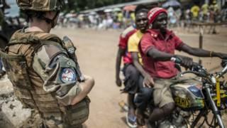 Soldado Frances de la misión Sangaris en la República Centroafricana