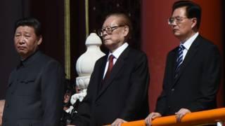 习近平(左)、江泽民(中)、胡锦涛(右)出席抗日战争胜利70周年阅兵式(3/9/2015)