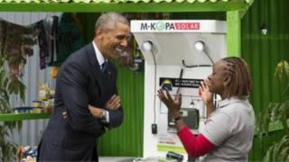 اوباما، افریقا ته د برېښنا رسولو طرحې نندارتون ته هم ورغلی و