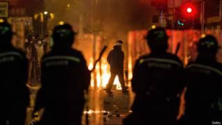 香港旺角9日凌晨發生激烈衝突。警方拘捕超過60人。