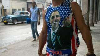Un joven con una camiseta de Obama en Cuba