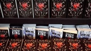 Романи Кінга на полицях магазину