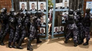 L'opposant Besigye avait déjà été arrêté avant et pendant le scrutin.