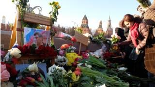 Цветы на месте гибели Бориса Немцова