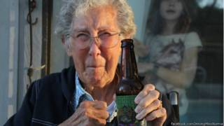 Conduciendo con Miss Norma: la mujer de 90 años que rechazó tratarse el cáncer para recorrer mundo