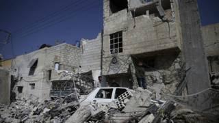 طائرات مجهولة الهوية تقصف أهدافا في دوما قرب دمشق