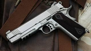 Un arma calibre 45.