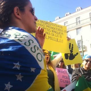Manifestações antigoverno acontecem em várias cidades do exterior
