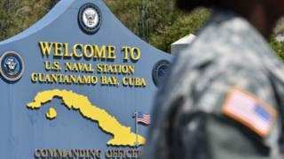 Un cartel de la base de Guantánamo