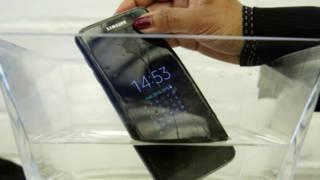 Samsung S7 vs. iPhone 6S: ¿qué celular resiste mejor los golpes y el agua?