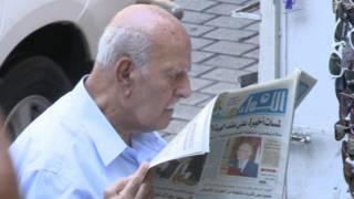 """يقرأ صحيفة """"اللواء"""""""