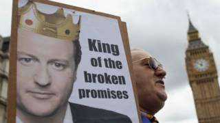 Акция протеста в Лондоне против сокращения социальной части бюджета