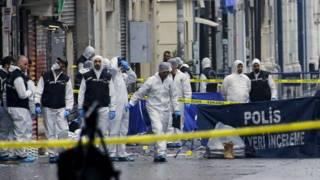 Полиция и криминоголи на месте трагедии
