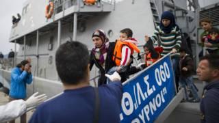 تواصل تدفق المهاجرين على اليونان رغم بدء العمل بالاتفاق بين تركيا والاتحاد الأوروبي