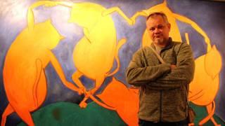 Сикорский на фоне своей картины