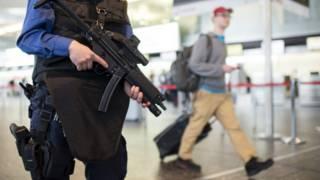 Полиция в аэропорту