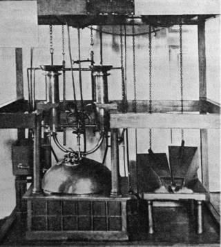 Макет машины Ползунова в музее в Барнауле