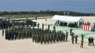 日本陆上自卫队在与那国岛上举行监视队成立仪式(28/3/2016)