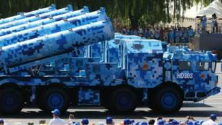 """La historia detrás del """"camuflaje digital"""" chino que está revolucionando los tanques de guerra"""