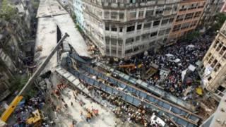 Jalan ambruk di Kolkata